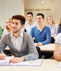 El 14% de los parados tienen estudios superiores, tres veces más que la media de la OCDE