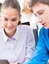 La mayoría de los jóvenes españoles quieren estudiar en la universidad, influidos sobre todo por sus padres